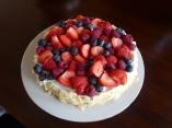 Rode vruchten slagroom yoghurt taart